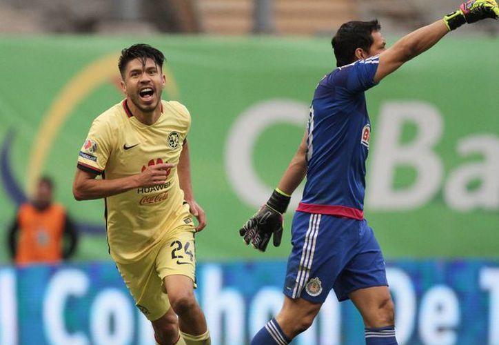 El equipo de futbol Águilas del América jugará en Yucatán un partido oficial ante Venados, en la Copa MX. Imagen de archivo del delantero americanista Oribe Peralta. (Archivo/ Notimex)