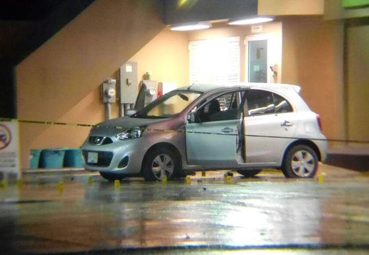 Sospechan que los sujetos que viajaban en el vehículo querían asaltar a la gasolinera. (Redacción)