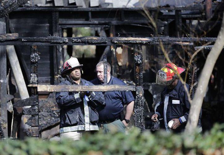 Un feroz incendio arrasó con una casa para huéspedes en Atlanta y dejó como saldo seis personas fallecidas. (AP)