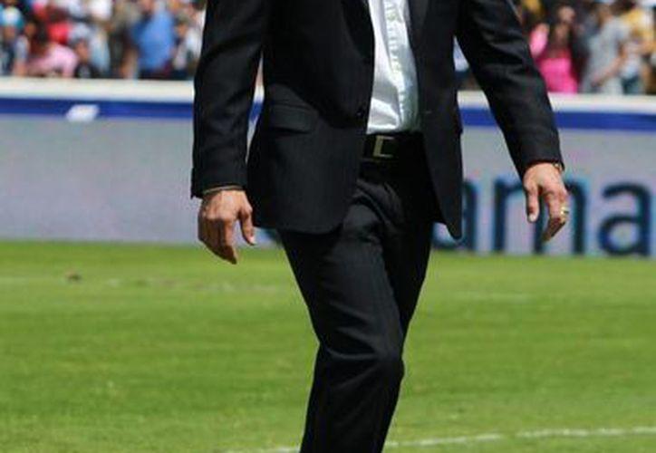 Jorge Vergara dice que Matías Almeyda, director técnico de las Chivas, no dejará el equipo. (Notimex)