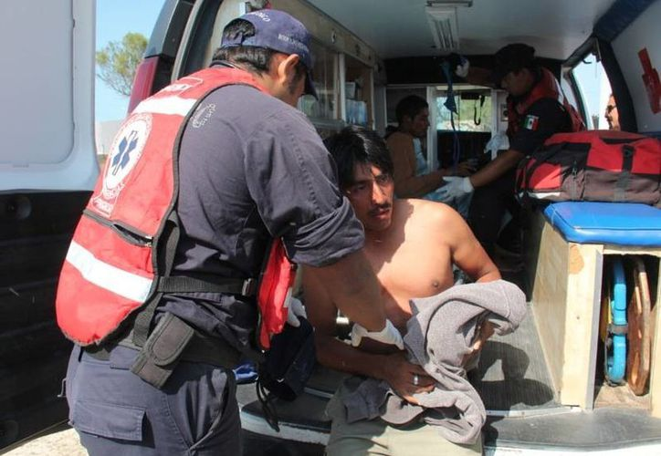 Los dos jóvenes salieron a pescar sardina el domingo a bordo de la lancha 'Marinos'. (SIPSE)