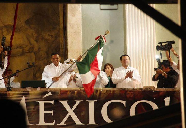 El gobernador Rolando Zapata durante la tradicional ceremonia. (SIPSE)