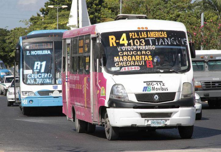 Los transportistas deben cumplir con el mejoramiento de unidades y servicio. (Tomás Álvarez/SIPSE)