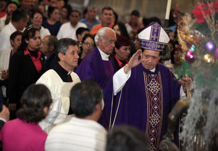 Durante su homilía dominical, el cardenal Rivera Carrera pidió vivir con esperanza y renovar la fe. (Notimex)