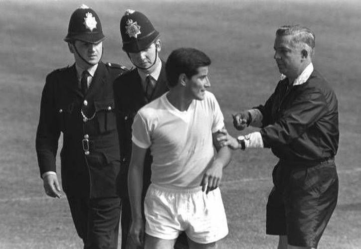 El defensor Horacio Troche en el Mundial de Inglaterra 1966. (welt.de)
