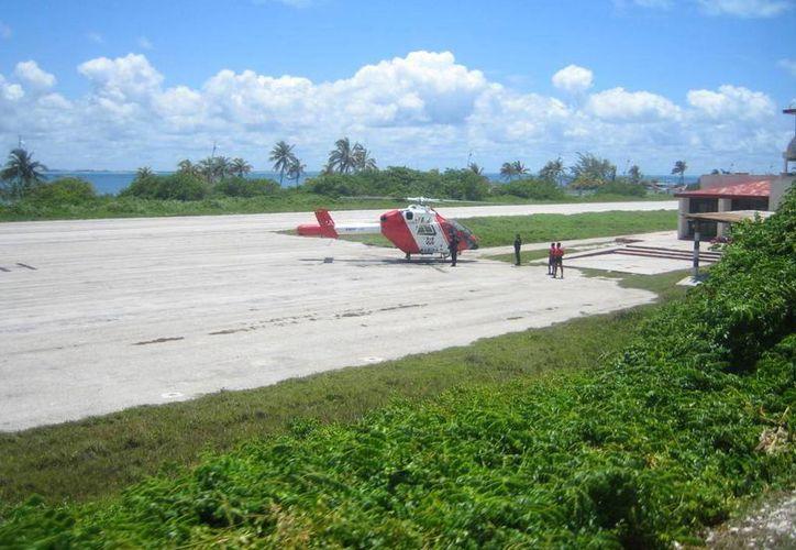 La infraestructura necesita ampliarse para recibir avionetas con capacidad hasta para 12 pasajeros. (Redacción/SIPSE)