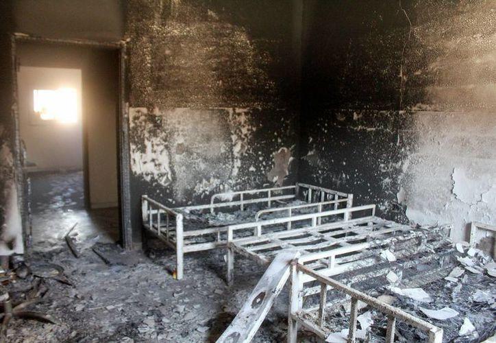 Una habitación de la Primera Brigada de Infantería quemada en Bengasi, Libia. (EFE)