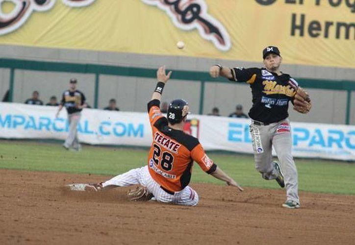 El equipo Naranjeros (de naranja) y Mayos disputarán la final de la Liga Mexicana del Pacífico y una plaza para la Serie del Caribe. (ligadelpacifico.com.mx)