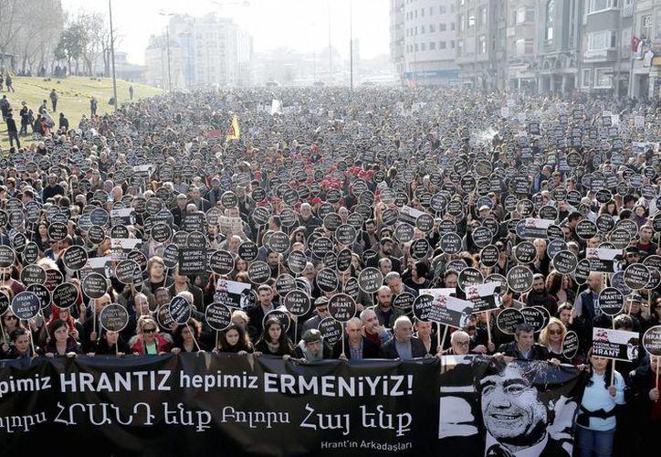 Durante la marcha en una céntrica plaza de Estambul no se registraron incidentes serios. (EFE)