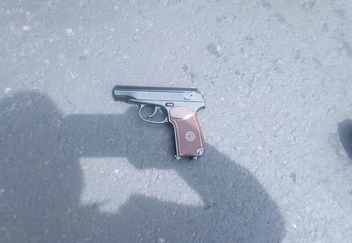 Un menor de 16 años fue lesionado en un glúteo después de asaltar con una pistola de juguete. (Foto: Twitter)