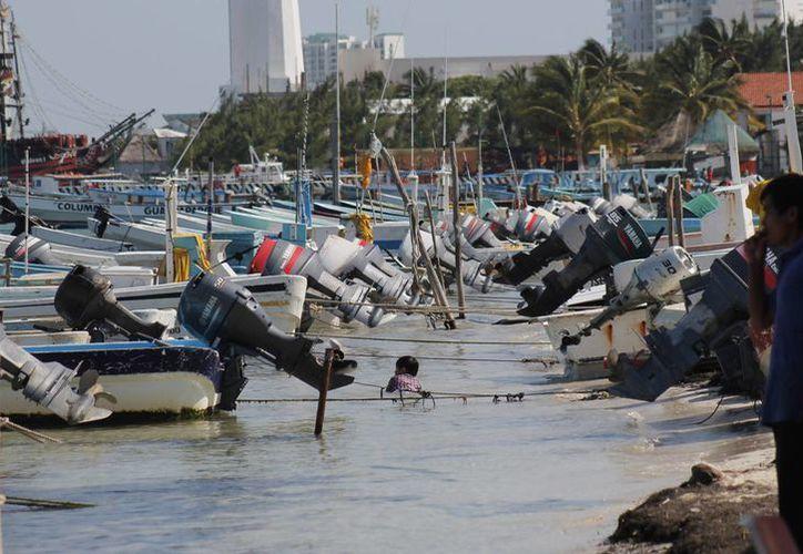 Recomiendan a pescadores revisar las embarcaciones antes de hacerse a la mar. (Jesús Tijerina/SIPSE)