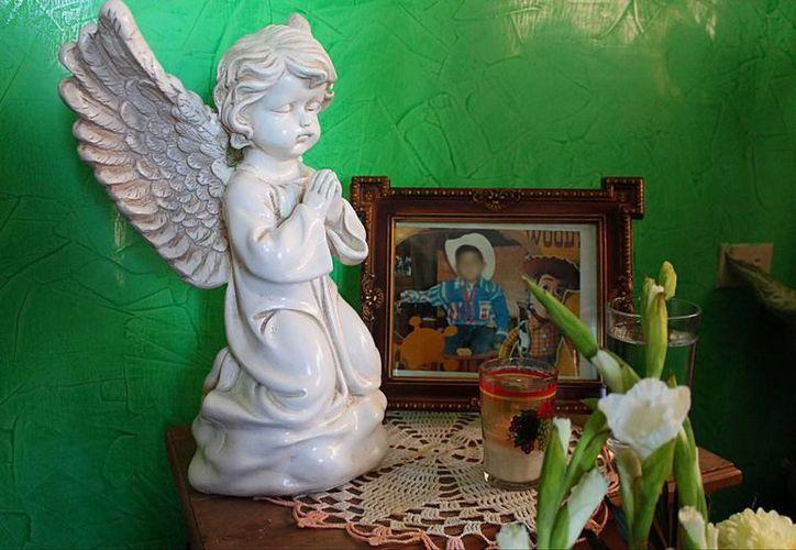 Imagen de un altar de Cristopher Raymundo Márquez Mora, el menor que fue asesinado por cinco adolescentes Chihuahua. (laopcion.com.mx)