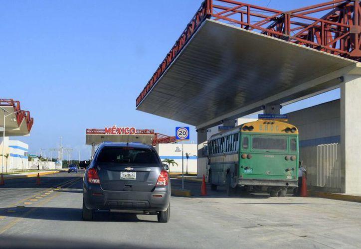 La economía, que ha afectado el bolsillo de los mexicanos, representa una baja en las ventas que se registran en la Zona Libre de Corozal, Belice. (Harold Alcocer/SIPSE)