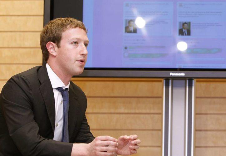 Mark Zuckerberg señaló que el proyecto Connectivity Lab ha facilitado internet a tres millones de personas en Filipinas y Paraguay. (EFE)