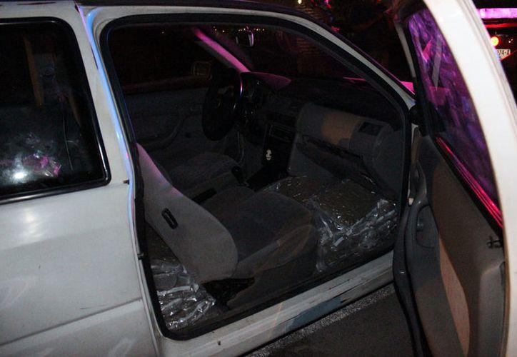 El vehículo trasladaba 72 bolsas de marihuana. (Cortesía)