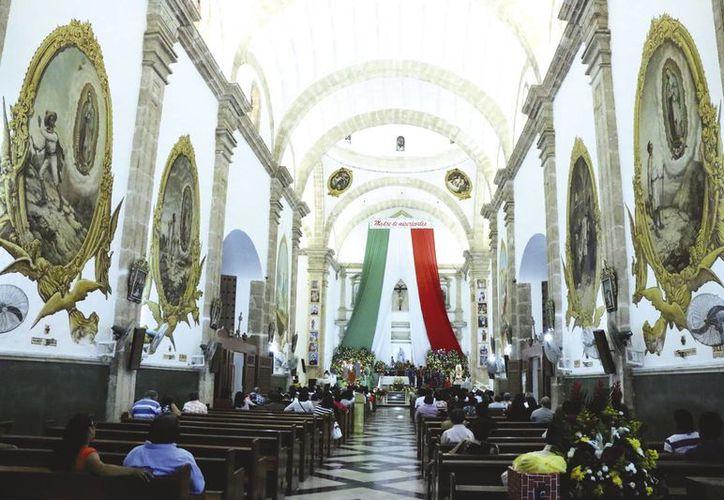 """Mañana sábado a las 5:00 horas se entonarán las """"Mañanitas"""" a la Virgen de Guadalupe en el Santuario Guadalupano en San Cristóbal, y cada hora habrá misa. (César González/SIPSE)"""