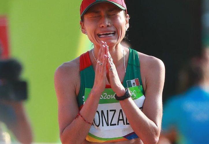 La mexicana se adjudicó con la presea de plata de la marcha de 20 kilómetros en Río. (Foto: Internet)