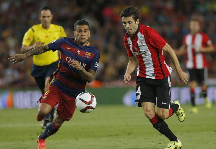 El Barcelona no logró dar la voltereta al marcador global de la Supercopa Española. Dani Alves afirma que eso no demerita lo conseguido por su club durante la temporada. (AP)