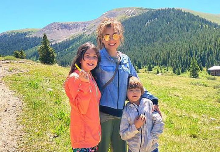 Thalía compartió fotografías a lado de sus dos hijos, Sabrina y Mathew. (Instagram)