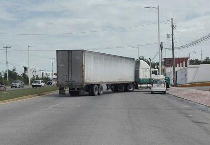 Los hechos ocurrieron en la entrada de una empresa galletera, metros antes del cruce con la calle Laguna Negra, en la colonia Lagunitas. (SIPSE)