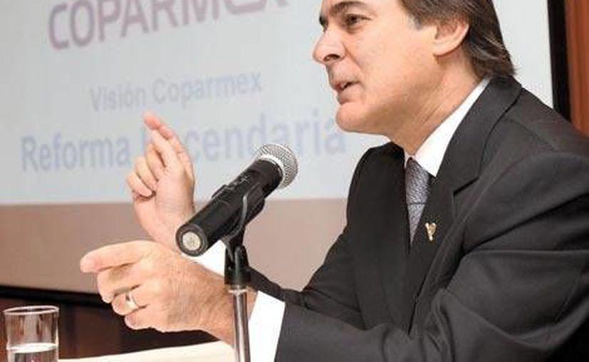 Juan Pablo Castañón: se requiere elevar la recaudación y el padrón de quienes pagan impuestos. (Milenio)