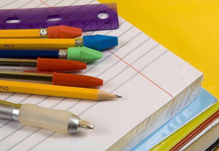 La Profeco sancionó a tres escuelas privadas por exigir la compra o pago de artículos y/o servicios específicos. (Contexto/Internet)
