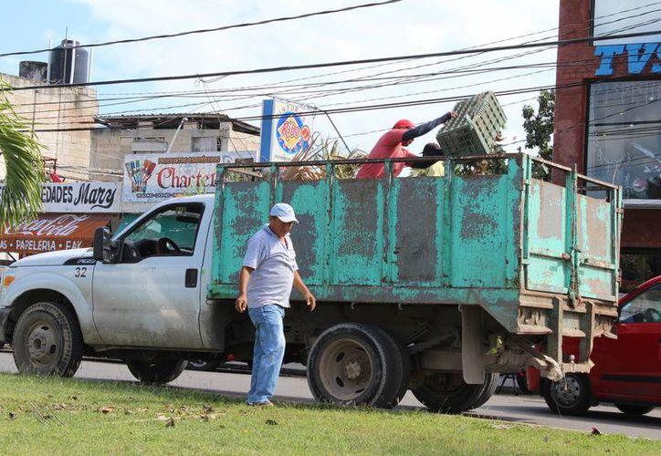 A partir del próximo 9 de enero entrará en vigor el proyecto para que la población entregue a los camiones recolectores los residuos sólidos separados. (Eddy Bonilla/SIPSE)