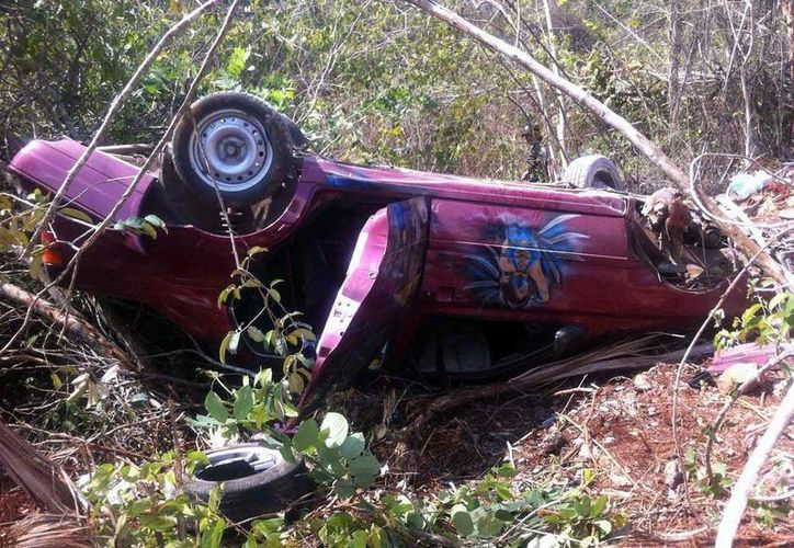 Aparatosa volcadura de un vehículo en carretera. Una pareja resultó con lesiones leves. (Milenio Novedades).