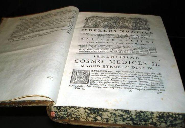 El libro 'Sidereus Nuncius' del astrónomo italiano Galileo Galilei será expuesto por primera vez al público en más de 400 años, en la ciudad de Orvieto, Italia, del 25 al 27 de septiembre. (static.naukas.com)