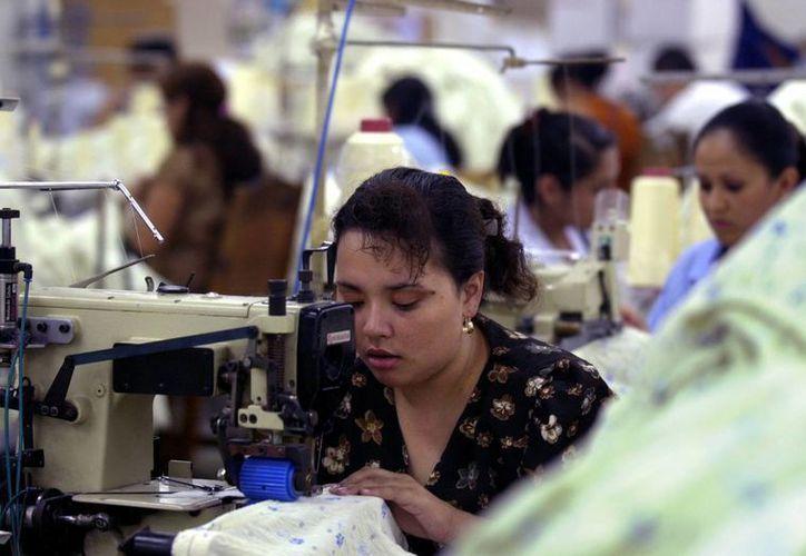 En Yucatán ha aumentado el porcentaje de mujeres en edad productiva que tienen una plaza laboral. (Milenio Novedades)