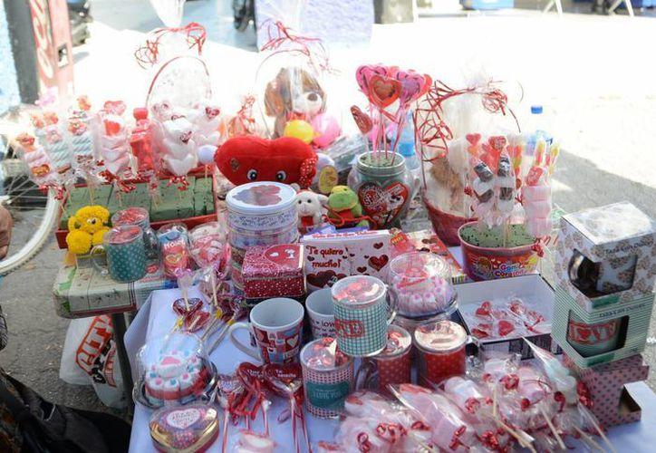 En varios puntos se ofrecieron regalos económicos. (Karim Moisés/SIPSE)