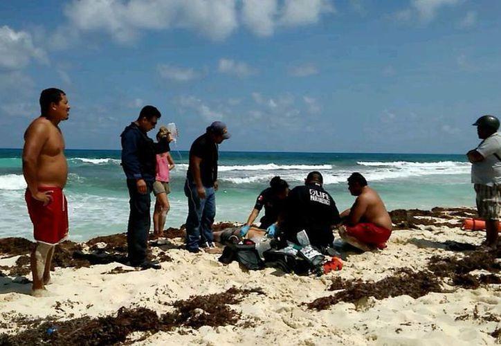 Dos turistas, originarios de Monterrey, fueron sacados del mar ayer inconscientes y no sobrevivieron. (Redacción/SIPSE)