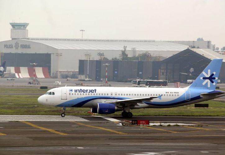 A finales de julio, la empresa canceló 133 vuelos y demoró 22 más afectando a 21 mil 245 pasajeros, con el argumento de falta de tripulaciones suficientes para operar. (Agencia Reforma)