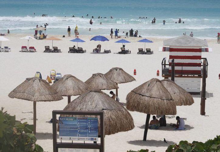 Los participantes del concurso suben sus imágenes a las redes socialescon el hashtag #BeachPhotoContest. (Sergio Orozco/SIPSE)