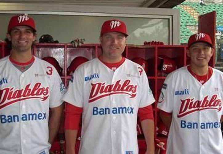Tres diablos recién llegados al averno: Steve Moss, Mike Benacke y Carlos Vázquez. (Milenio Novedades)