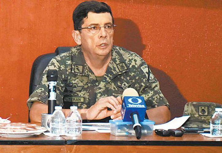 Rogelio Terán Contreras, comandante de la Novena Zona Militar, en conferencia de prensa al informar del arribo de los 2 mil militares a la zona. (Ignacio Alzaga/Milenio)