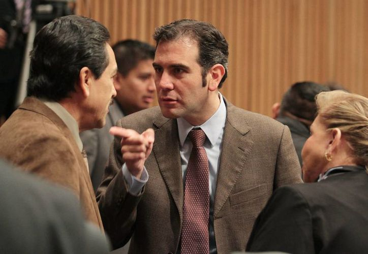 El representante de Nueva Alianza, Roberto Pérez, y el consejero presidente del INE, Lorenzo Córdova, durante una sesión del Consejo General del Instituto Nacional Electoral. (Archivo/Notimex)