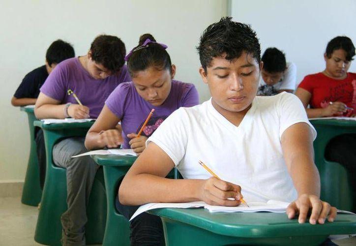La UADY tiene un convenio con el Conalep a fin de que los alumnos rechazados puedan continuar sus estudios en ese sistema. La imagen es de la aplicación del EXANI en el Conalep. (SIPSE)