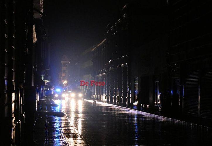 La ausencia de energía eléctrica era notable en numerosas calles (Fotos: Daniel Sandoval)