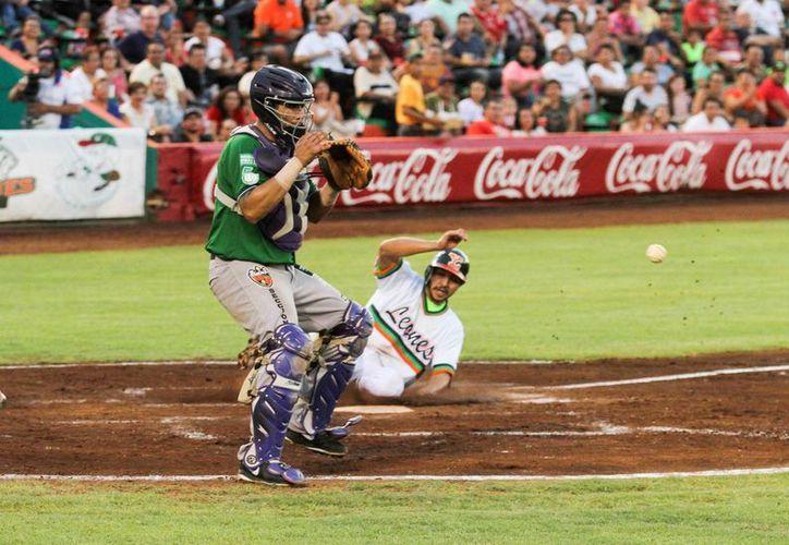 Delfines de Ciudad del Carmen ganaron el último partido de la serie ante Leones de Yucatán. (Amílcar Rodríguez/Milenio Novedades)
