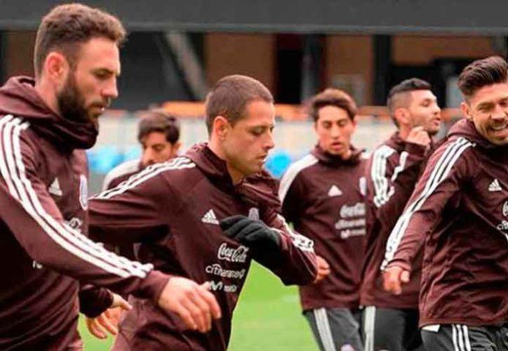 La Selección Mexicana fue recibida con una fiesta enfrente del hotel destinado a la concentración del conjunto, en la ciudad de Copenhague. (El Debate)