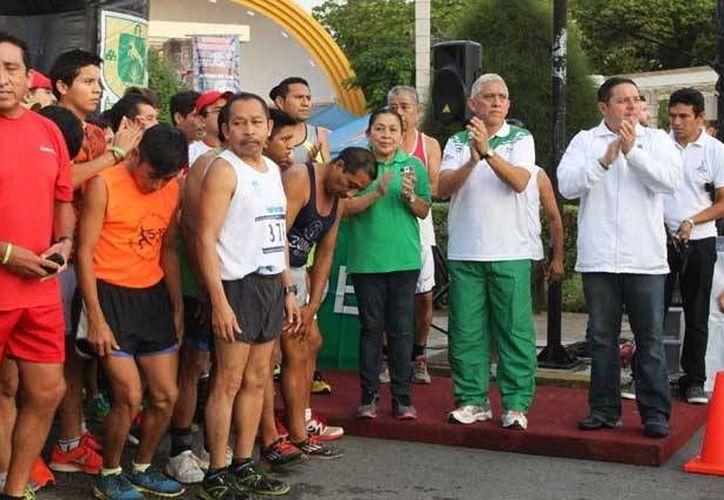 Alondra Cupul ganó la Carrera San Silvestre en Yucatán en 18 minutos y 31 segundos, y Fernando Saavedra en 15 minutos con 36 segundos. (Milenio Novedades)