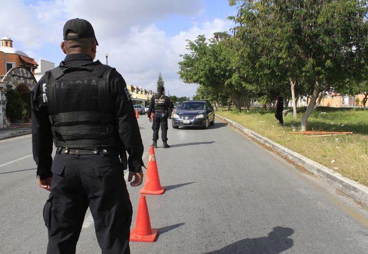 Los elementos policíacos iniciaron un operativo para dar con el sospechoso. (Sergio Orozco/SIPSE)