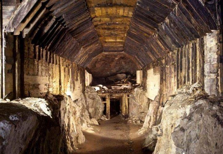 Este es uno de los túneles que fueron usados por los nazis en Polonia. El tren de oro puede estar en la zona montañosa de Walbrzych. (Archivo/AP)