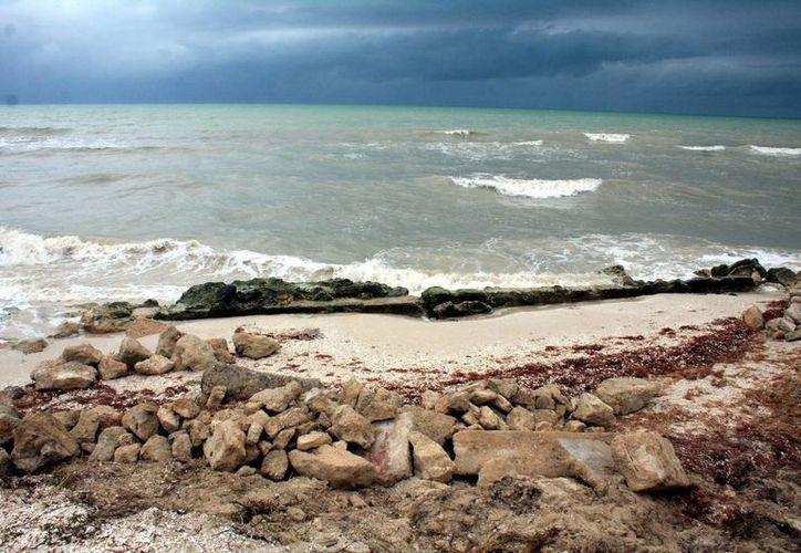 El Gobierno del Estado invierte 50 millones de pesos para frenar la erosión costera. (Milenio Novedades)
