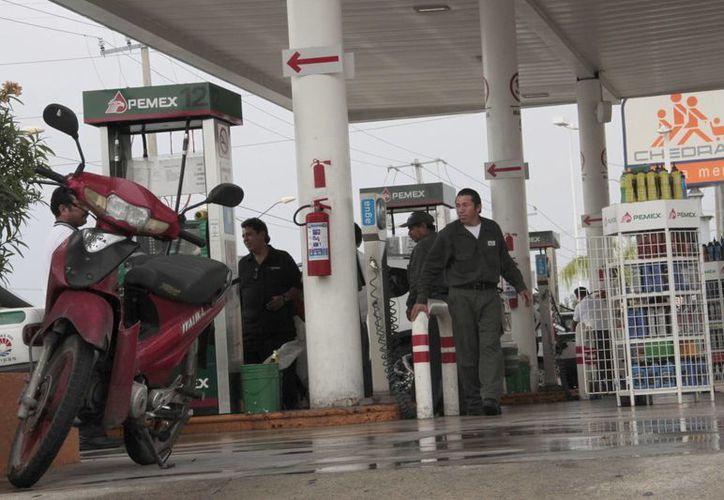 De las 20 gasolineras irregulares 14 están en Cancún.  (Tomás Álvarez/SIPSE)
