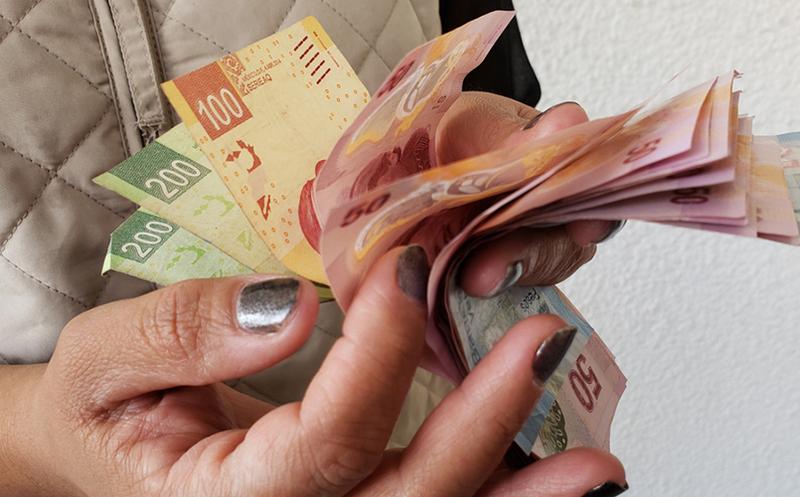 Suben salario mínimo a $102.68 a partir de enero