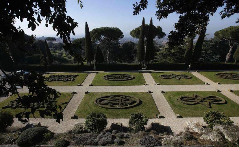La residencia veraniega papal solo podía ser visitada por los cardenales y algunos empleados de la Santa Sede. En la imagen, una vista de los jardines. (lapatilla.com)