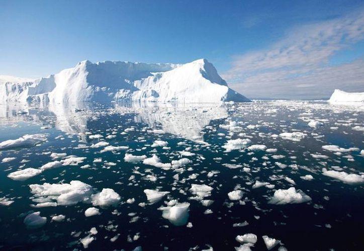 Expertos advierten la importancia de vigilar el derretimiento del polo norte, ya que de ello depende buena parte de los cambios climáticos del planeta. (educacionyculturaaz.com)
