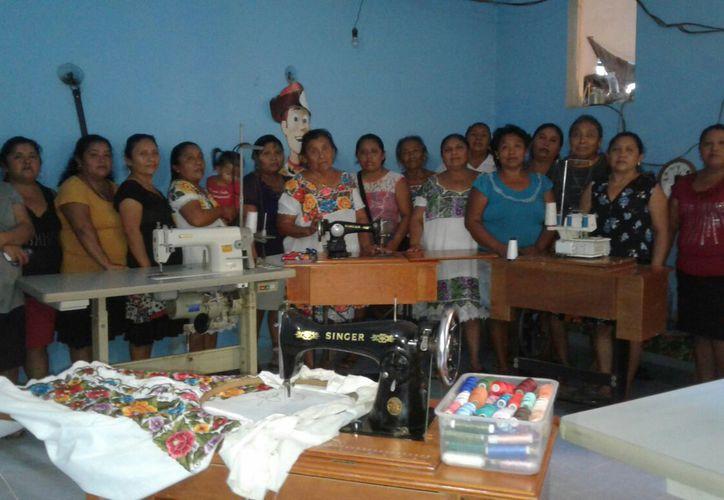 En el municipio de Felipe Carrillo Puerto hay 139 artesanos, distribuidos en nueve de las 86 comunidades. (Jesús Caamal/SIPSE).